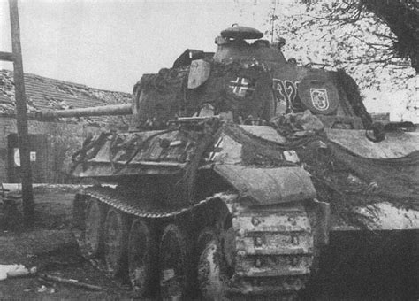 Did SS Panzer Divisions ever paint the SS runes on their