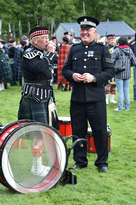 PICTURES: March of the Lonach Highlanders to begin Braemar